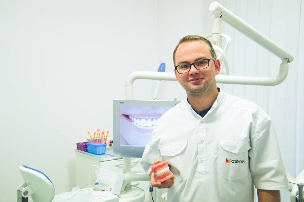 Dentysta Rafał Chworostiany